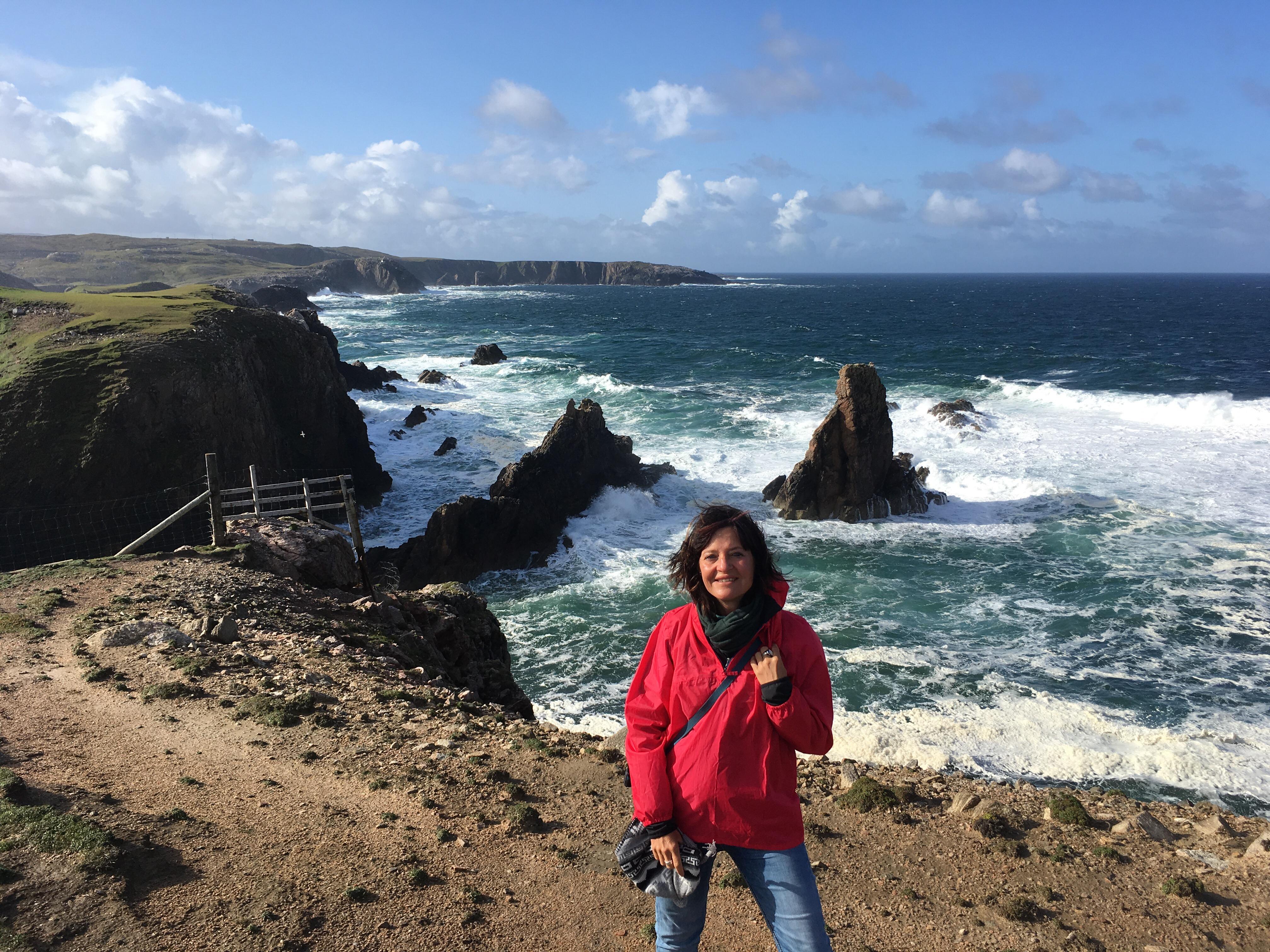 Fotospots in Schottland - Aussicht von einer Klippe über den Strand von Mangersta auf der Isle of Lewis